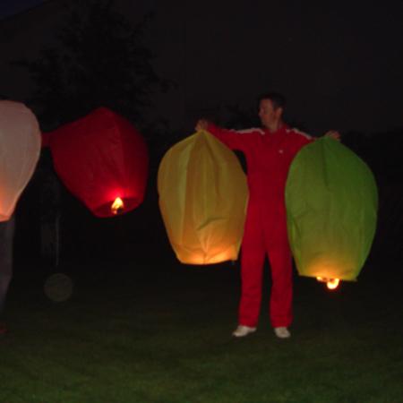 Dangaus žibintai oro baliono formos